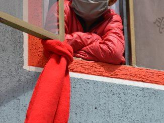 Le chiffon rouge est devenu le signal de la faim. Bogota. Photo de Victor de Currea-Lugo